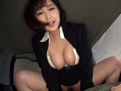 客とカーセックスする篠田ゆう